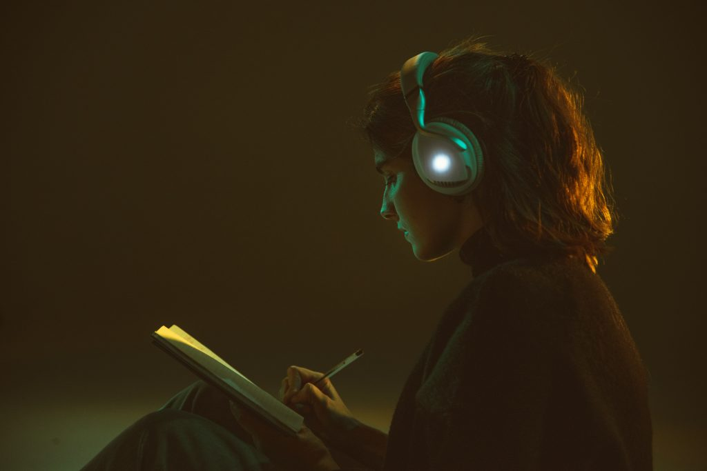 girl listening to music while studing